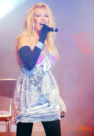 i Şarkıcı Ajda Pekkan
