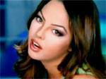 Ebru Gündeş Akıllı Ol Orjinal Video Klibi ve Şarkı Sözü