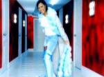 Ebru Gündeş ben seçilmem seçerim şarkısının orjinal video klibi ve şarkı sözü