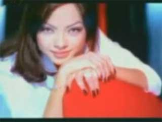 Ebru Gündeş hata video klibi ve şarkı sözü klip izle müzik dinle