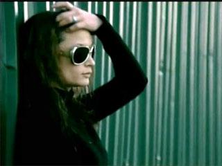 Ebru Gündeş Ölümsüz aşklar video klibi ve şarkı sözleri