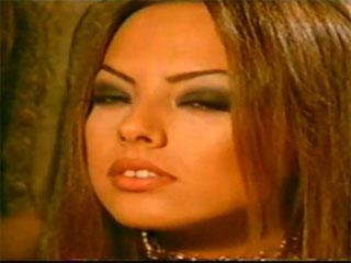 Ebru Gündeş Sen Allah'ın bir lütfusun video klibi ve şarkı sözleri