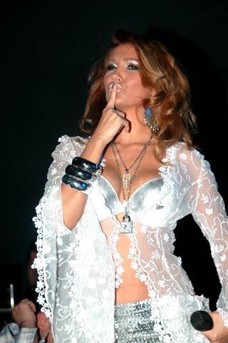 Manken Şarkıcı Nilay Dorsanın Resimleri